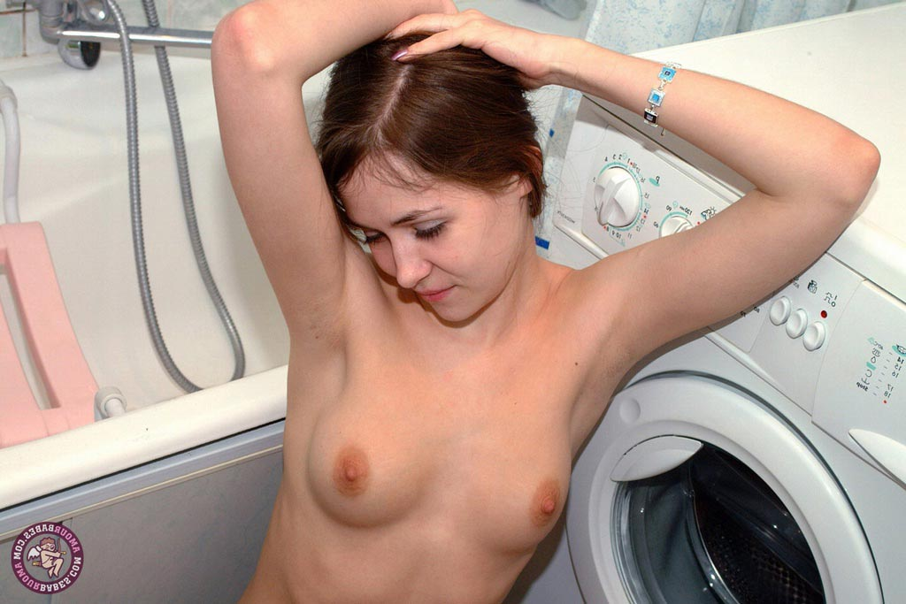 Margo in Sweet thing plays with herself in the bathroom, photo 14