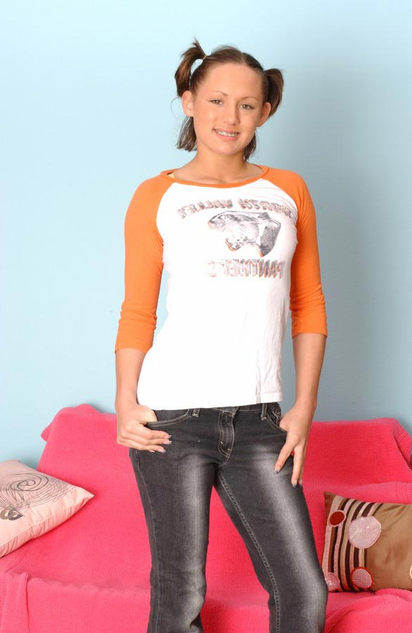 She got hot body under those jeans, photo 1